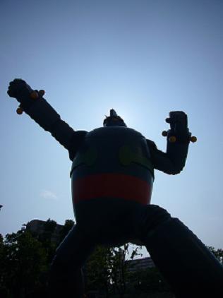 偶然、神戸で見つけた鉄人・・・で・・・デカイ!